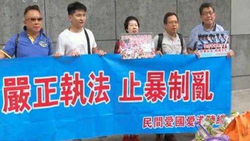 香港市民自发前往多个警署送慰问