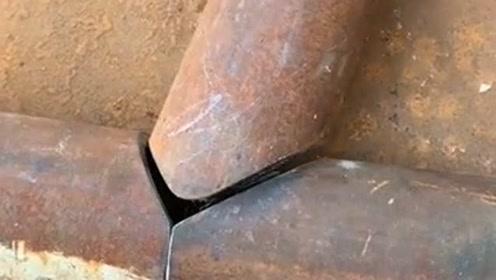 还以为师傅拿钢管测量,接下来的一幕,师傅这技术相当的牛!