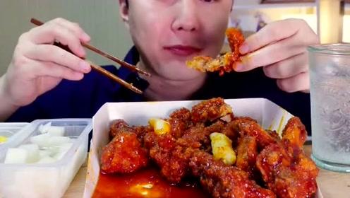 大胃王大叔吃炸鸡,好吃到吧唧嘴,吃相真难看!