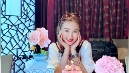 翁虹迎51岁生日晒美图,自称还是元气满满的青春美少女