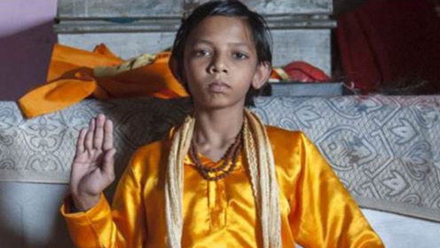 """印度小孩猴神转世,5岁已经""""猴语8级"""",成了猴群的大大王!"""