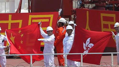 052D亚丁湾护航香港商船  船员高呼:祖国万岁!