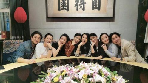 章子怡晒与秦海璐梅婷等合影 23年中戏同学再聚首