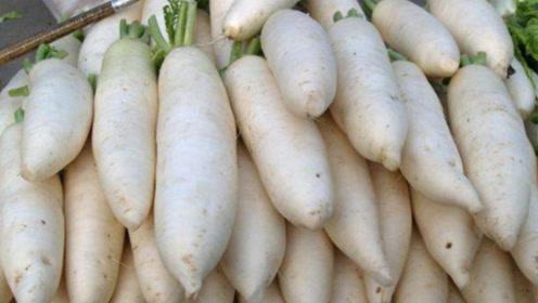 买白萝卜时,看仔细遇到这几种就不要买了,叮嘱家人,很重要