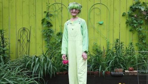 全球最爱绿色的人,竟是一位78岁的老奶奶,除了皮肤全是绿色