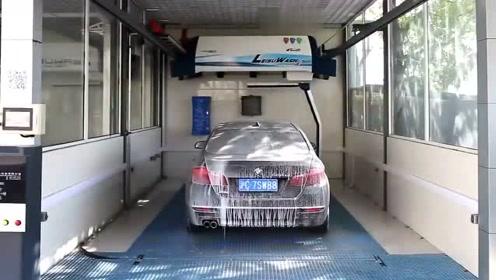 国产360度全自动洗车设备,这操作太高能