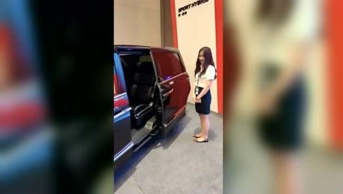 这车用手势就能开门你见过吗?