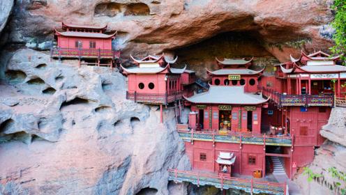 """福建有座悬崖寺庙,靠""""木柱""""撑起上千年,专家至今难以解释"""