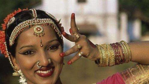 """印度最有""""味道""""的习俗,女人上厕所不用纸?清理方式毁三观"""