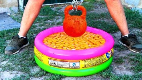 国外鸡蛋不要钱系列!在一池子蛋液中放高温壶铃,画面过于酸爽