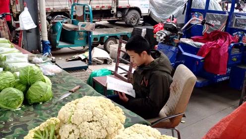 14岁初中生国庆节帮父母卖菜, 称比出去旅游有意义