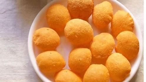 印度的这种黄球球蘸汤汁的小吃到底是什么,你知道吗