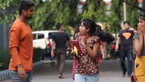如果路上有人用巴掌吓唬你,你会怎么做?印度人居然选择不还手