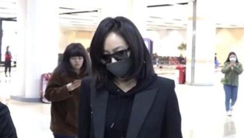 宋茜因吊唁雪莉抵达韩国 墨镜遮面低头疾行眉头紧锁