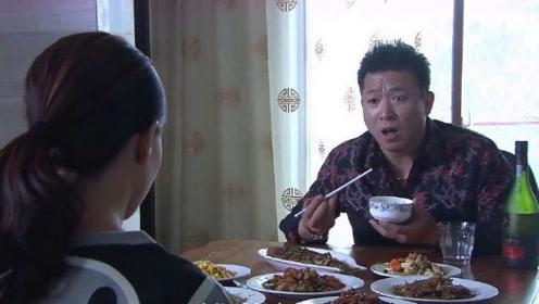 毒枭在外边呼风唤雨,在家却对老婆毕恭毕敬,小弟都看傻了!