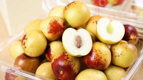 秋季要吃枣,酸枣维C高,青枣味道香,但肠胃不好的人别多吃