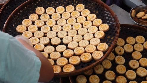 澳门街头小吃杏仁饼是如何制作的,看完终于明白了!