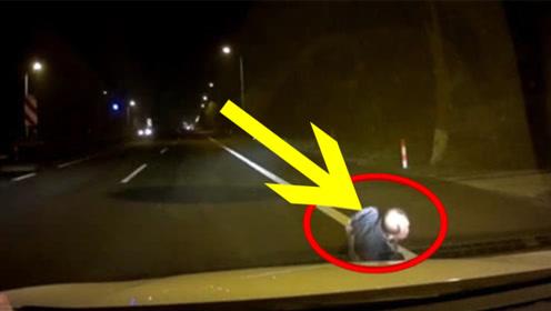 轿车司机见行人过马路还不减速,下一秒果然出事,太惨了!