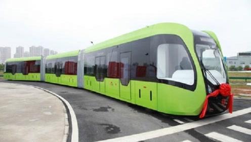 中国的火车造出新高度,不用铁轨大马路也能跑,一次载500人