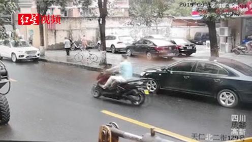 男子无证驾小摩托  被拘两次仍执着上路  交警:下次别看到你