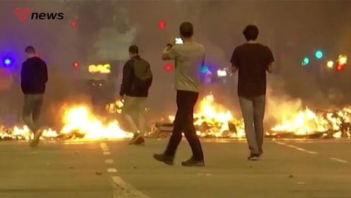 加泰罗尼亚骚乱加剧多人受伤,领导人呼吁与西班牙政府对话