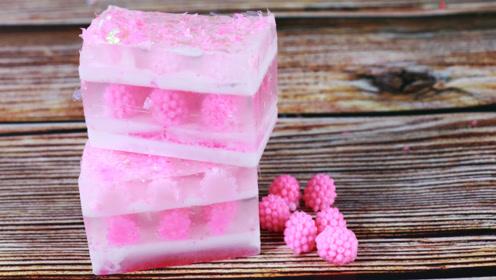 手工皂DIY,多层手工皂,里面有好多小草莓