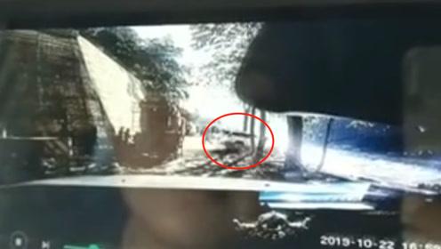云南两名扶贫干部工作途中失踪,所驾车辆坠入怒江 坠江瞬间曝光