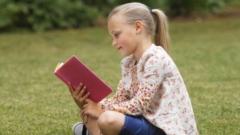 """为什么小孩""""倒着看书""""?有科学依据的,不要强制更正!"""