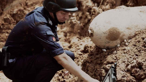 电影:恐怖分子占领海底隧道,警官谈判都没用:只让他一个人来!