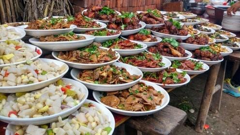 农村里的结婚宴,露天柴火大铁锅,都是硬菜,看着都过瘾