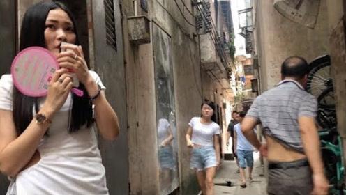 东莞的一条巷子,天黑后就和越南一样热闹,男人们络绎不绝!