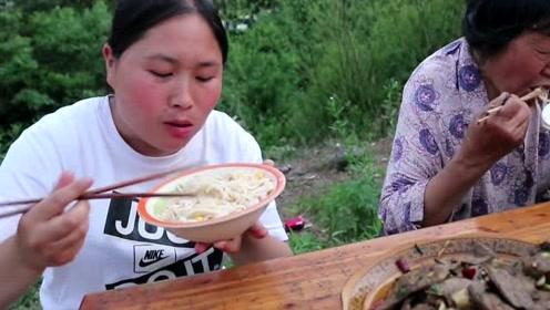 胖妹最爱吃内脏了,3斤猪肝这样吃真够味,奶奶牙口不好也能吃!