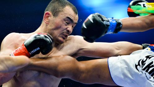 拳王在铁笼内遭遇一脚爆头后,竟然又被重拳狂轰!