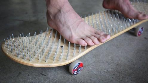老外打造奇葩滑板,在板子上铺满钢钉,网友:看着都觉得疼!