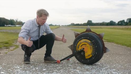 """链锯拆了装进轮胎里,改装成独轮车,难怪大家都叫他""""疯子""""呢"""
