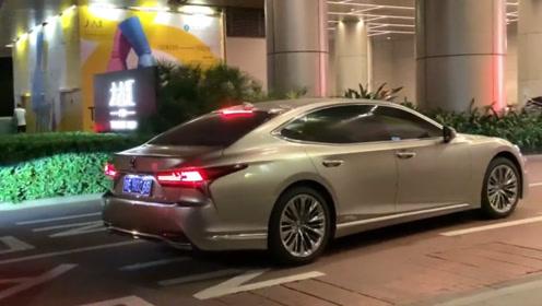 价值百万的雷克萨斯LS500L,这台车开上街,奔驰S级瞬间低调!