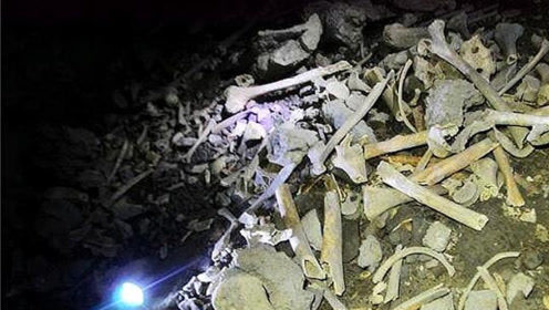 重庆最恐怖洞穴,尸骨遍地,走3小时没有尽头,村民揭秘尸骨真相