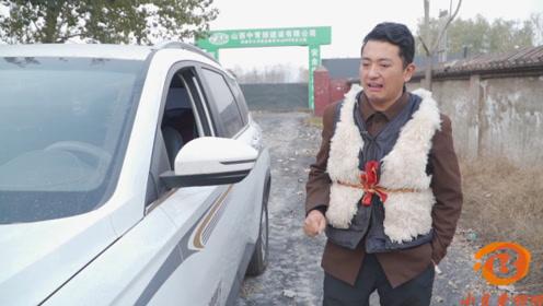 短剧:小伙贪便宜买了二手车,谁料这车太费油了,一会一趟加油站