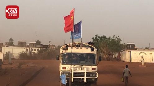 骄傲转发!五星红旗助维和官兵通过战区:国旗就是我们的通行证