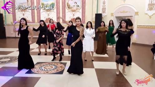 """哈萨克斯坦的""""伴娘团"""",现场表演的效果太棒了吧"""