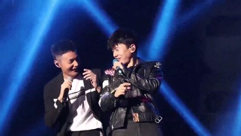 李荣浩15分钟随便写的歌,张杰在演唱会密汁尬舞,没想到大火了!