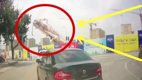 豆腐渣工程,塔吊司机百米高空瞬间坠落,回放监控让人揪心!