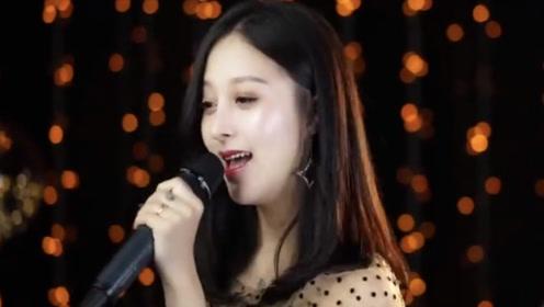 美女小姐姐翻唱《大田后生仔》,声音太温柔了,听完还想听第二遍!