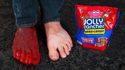 """用糖浆制作成""""脚模""""会怎样?老外大胆一试,看完令人作呕!"""
