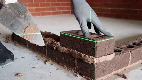实拍国外泥工砌砖头,看看这手艺怎么样,能拿200元一天吗