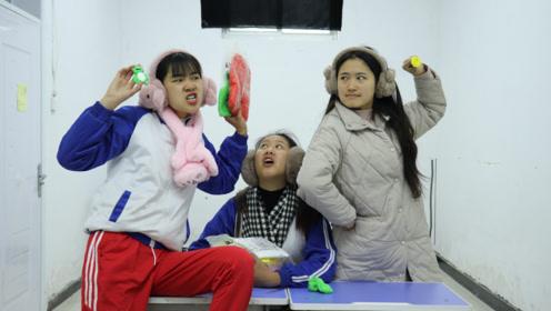 短剧:学生上课偷玩黏土,老师发现后不惩罚,反而要跟学生比赛