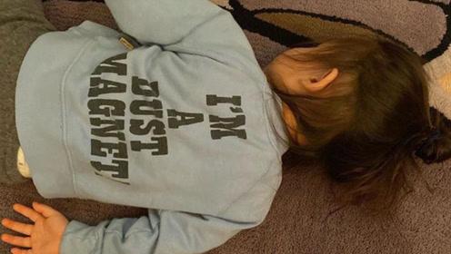 陈冠希晒女儿萌照 Alaia趴在地毯上姿势可爱