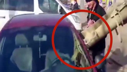 专治私家车随意停放,看完视频,不得不说这人真是又狠又豪!