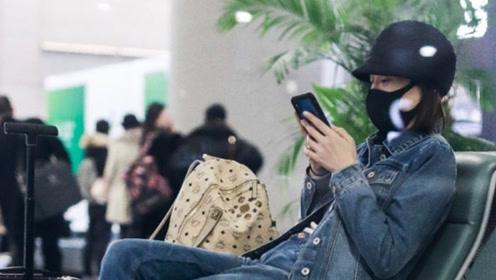 40岁陈乔恩官宣恋爱后现身 频刷手机露甜笑似语音传情