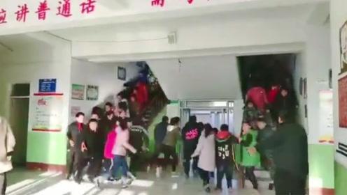 唐山地震一小学90秒疏散学生 上演教科书式逃生